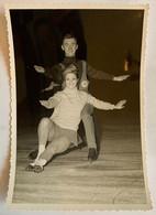 Lot De 2 Photos De Sport. Championnats Du Monde De Patinage Artistique. Figure De Patinage. 1967. Duo. Couple. - Deportes