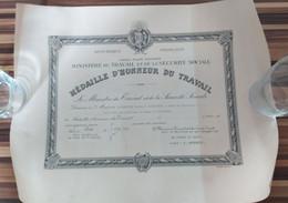 X 2 Diplôme Médaille D'Honneur Du Travail  OR Et ARGENT 1952 Ministere Du Travail Securite Sociale Nord 59 - Diplômes & Bulletins Scolaires