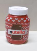 Pot De NUTELLA Vide - Motif : Pot De Nutella Tricoté Sur Fond Rouge Et Coeurs Blancs - Nutella