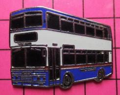 SP05 Pin's Pins / Beau Et Rare / THEME : TRANSPORTS / BRITANNIQUE BLEU BLANC URBAIN AUTOBUS By Jove ! - Transportation
