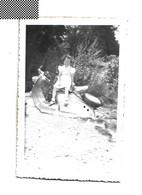Photo Originale    Photographie Ancienne   Fillette Skooter Vespa? - Personnes Anonymes