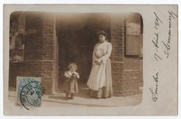 """CARTE PHOTO : MAGASIN - MARCHAND DE JOURNAUX """" LE PETIT PARISIEN """" BILLETS DE LOTERIE - ECRITE DE ..SEVER EN 1905 - R/V - To Identify"""