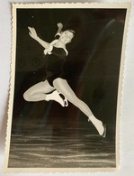 Photo De Sport. Championnat De Patinage Artistique. Figure De Patinage. Denise Néanne. - Deportes