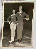 Photo De Sport. Championnat De Patinage Artistique. Figure De Patinage. Duo. Nommés Au Dos. A Identifier. - Deportes
