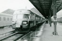 "Paris-Gare-de-Lyon. Rame RAe CFF. TEE ""Le Cisalpin"" Pour Milan. Cliché Jacques Bazin. 05-09-1963 - Treinen"