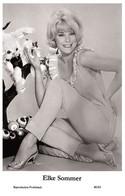 ELKE SOMMER - Film Star Pin Up PHOTO POSTCARD - 40/63 Swiftsure Postcard Year 2000 - Unclassified