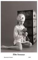 ELKE SOMMER - Film Star Pin Up PHOTO POSTCARD - 40/69 Swiftsure Postcard Year 2000 - Unclassified