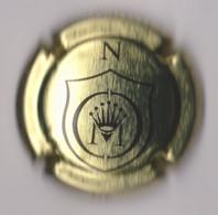 Capsule Champagne COMTE DE MONTAIGNE { N°12g : Lettre N Or Et Noir } {S19-21} - Unclassified
