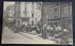 Blois - La Rue Denis Papin Un Jour De Marché - Blois