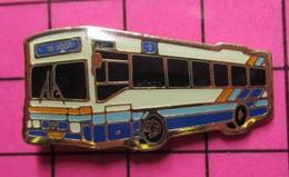 SP05 Pin's Pins / Beau Et Rare / THEME : TRANSPORTS / AUTOBUS ROUTIER LUXEMBOURG BLEU BLANC ROUGE MONDORF - Transportation