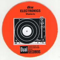 AUTOCOLLANT .  STICKER . DKW . ELECTRONICS . WESTERLO . PLATINE  DUAL . INGEVOERD EN GEWAARBORGD DOOR GECOBOIS - Stickers