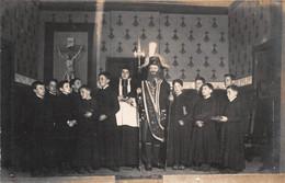 Carte Photo à Identifier - Spectacle - Religion - Enfants De Choeurs (carte Trouvée Dans Lot CPA Rouen) - To Identify