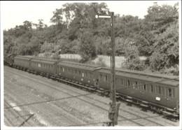 Photo CPA Personenwagen, Eisenbahnsignale - Trenes