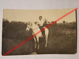 Photo Vintage. Original. Agriculture. Fille Et Cheval. Lettonie D'avant-guerre - Oggetti