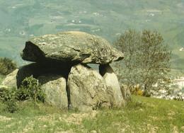 L'Auvergne Pittoresque : Dolmen Au-dessus D'AMBERT - Ambert