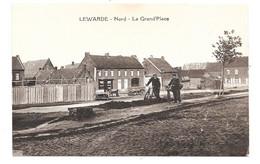 CPA 59 - LEWARDE - LA GRAND PLACE (Travaux - Facteur) - Altri Comuni