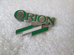 PIN'S  LOGO   FORD   ORION  Zamak - Ford