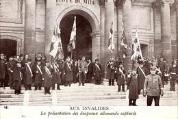 Drapeau Pris Aux Allemands. Présentation Aux Invalides - War 1914-18