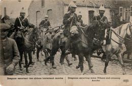 Prisonniers De Guerre Allemands Traversant Aniche (Nord) Escortés Par Des Dragons - War 1914-18
