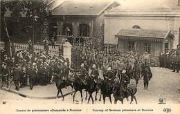 Prisonniers De Guerre Allemands à Roanne (Loire) Escortés Par Des Gendarmes à Cheval - War 1914-18