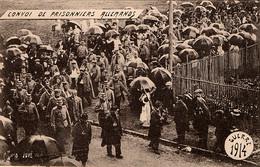 Prisonniers De Guerre Allemands  Escortés Par Des Chasseurs à Cheval Et Des Territoriaux - War 1914-18