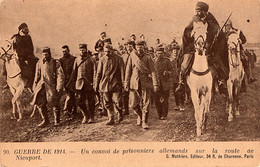 Prisonniers De Guerre Allemands Sur La Route De Nieuport (Belgique) Escortés Par Des Spahis Algériens - War 1914-18