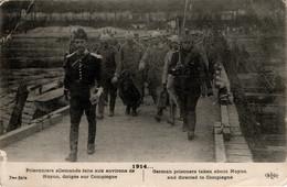 Prisonniers De Guerre Allemands Aux Environs De Noyon (Oise) Escortés Par Des Dragons - War 1914-18
