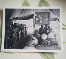 ALGERIE - ECOLE POUR ENFANTS KABYLES DONT L'ECOLE A ETE DETRUITE - CPSM ECRITE EN 1956 - Scenes