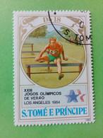 SAO TOME E PRINCIPE - Timbre 1983 : 23e J.O. D'hiver De Los Angeles '84 - Saut De Haies - São Tomé Und Príncipe