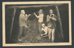 N° 12 - Série Des Mineurs - Extraction Du Charbon Au Moyen Du Marteau Piqueur   Maca2510 - Mines