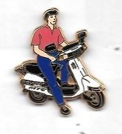 Pin' S  ARTHUS  BERTRAND  Scooter  Blanc, Pantalon  Bleu, Polo  Rose - Motorfietsen