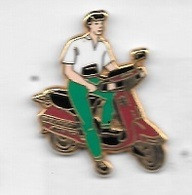Pin' S  ARTHUS  BERTRAND  Scooter  PEUGEOT  Bordeaux, Pantalon  Vert, Polo  Blanc - Motorfietsen