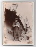Magnifique Photo Sur Carton D'un Sans Abris (mendiant) Sous Un Pont (lieu à Définir) - Fotografie