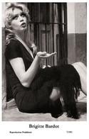 BRIGITTE BARDOT - Film Star Pin Up PHOTO POSTCARD - 72/801 Swiftsure Postcard Year 2000 - Unclassified