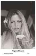 BRIGITTE BARDOT - Film Star Pin Up PHOTO POSTCARD - 72/802 Swiftsure Postcard Year 2000 - Unclassified