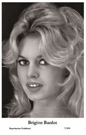 BRIGITTE BARDOT - Film Star Pin Up PHOTO POSTCARD - 72/804 Swiftsure Postcard Year 2000 - Unclassified