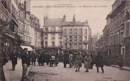 Nevers (58) Place Président Wilson  Le Marché Aux Graines CPA Circulée - Nevers