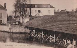Nevers (58) Un Lavoir Sur La Nièvre CPA Circulée - Nevers
