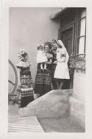 12040 Eb.   Fotografia Vintage Donne Femme Mezokovesd Ungheria Croce Rossa Costumi - 9,5x6,5 - Places