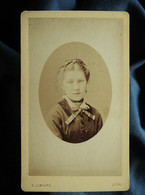 Photo CDV A. Lumière à Lyon - Jeune Fille, Portrait En Médaillon, Circa 1875 L550-6 - Ancianas (antes De 1900)