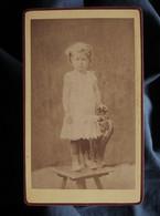 Photo CDV Mme Laloge à Nantua - Enfant Debout Sur Une Chaise, Circa 1875-80 L550-6 - Ancianas (antes De 1900)