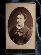 Photo CDV Noël Coudant à Lyon - Portrait Jeune Femme En Médaillon, Circa 1880-85 L550-6 - Ancianas (antes De 1900)