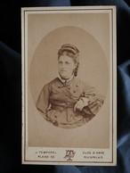 Photo CDV J. Temporel à Genève - Femme Portrait En Médaillon, Circa 1875-80 L550-6 - Ancianas (antes De 1900)