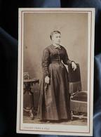 Photo CDV Joguet à Lyon - Second Empire Femme En Pied Circa 1865-70 L550-6 - Ancianas (antes De 1900)