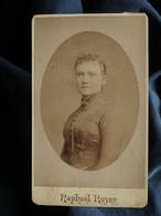 Photo CDV Raphaël Royer à Lyon - Portrait Femme Circa 1890 L550-6 - Ancianas (antes De 1900)