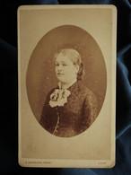 Photo CDV Alphonse Bernoud à Lyon - Femme En Médaillon, Circa 1880 L550-6 - Ancianas (antes De 1900)
