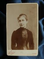 Photo CDV Victoire à Lyon - Portrait Femme, Melle Monod (Nantua) Circa 1890 L550-6 - Ancianas (antes De 1900)