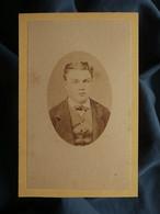 Photo CDV Albert Prouzet à Bordeaux - Portrait Jeune Homme En Médaillon, Circa 1870-75 L550-6 - Ancianas (antes De 1900)