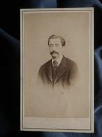 Photo CDV Beaumarchais à Paris - Homme Portrait Nuage, Circa 1870-75 L550-6 - Ancianas (antes De 1900)