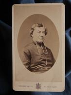 Photo CDV Pierre Petit à Paris - Portrait Médaillon, Prêtre, Curé, Circa 1875 L550-6 - Ancianas (antes De 1900)